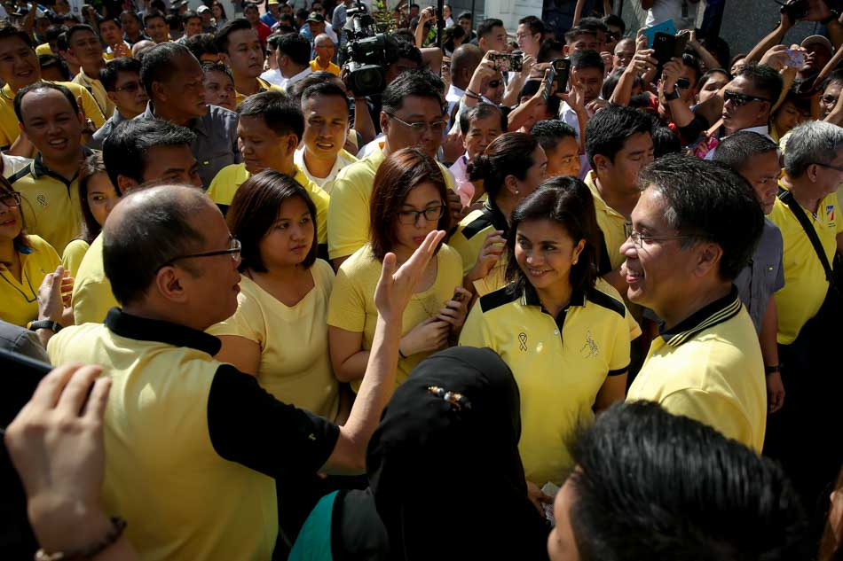 LP candidates Roxas and Robredo file CoCs