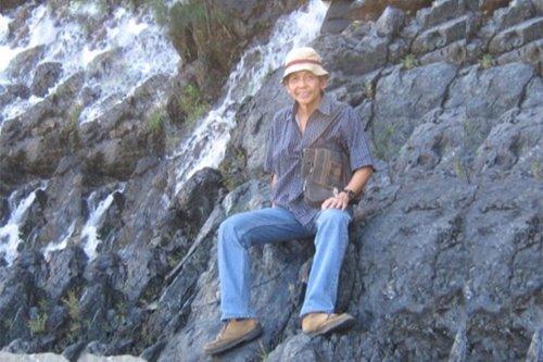 Rolando Peña: portrait of a rock scientist as a rare gem