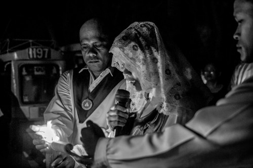 LOOK! These 20 photographs show the rituals of Siquijor's faith healers on Holy Week
