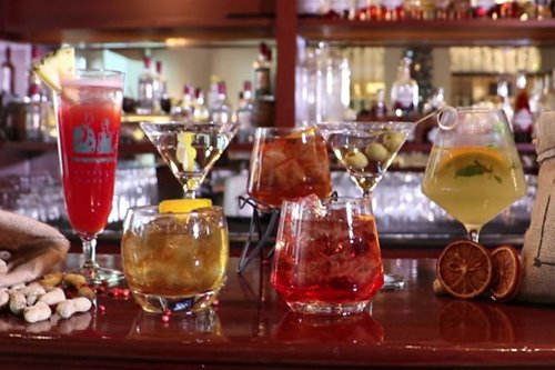 VIDEO: 4 cocktails every man should know how to mix by himself