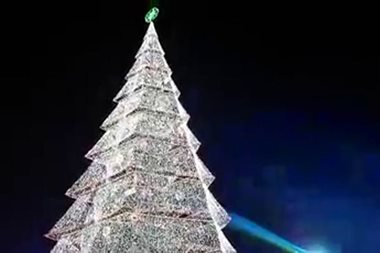 WATCH: Giant Christmas tree lit up in Davao del Norte