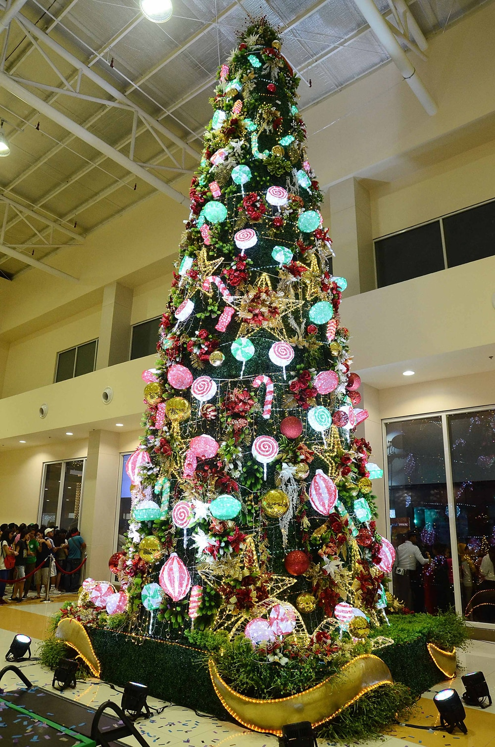 robinsons novaliches - Giant Christmas Tree