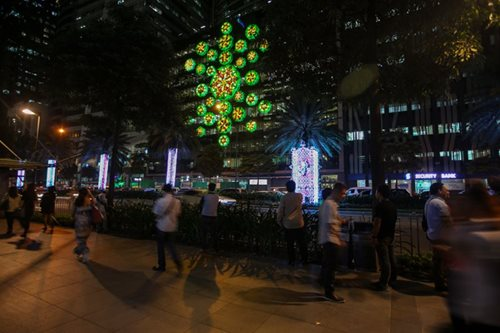29 days to X'mas: Makati buildings come alive with holiday decor
