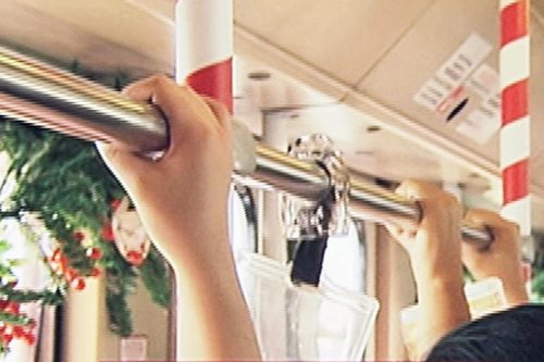 PANOORIN: Pamaskong bihis ng LRT-1