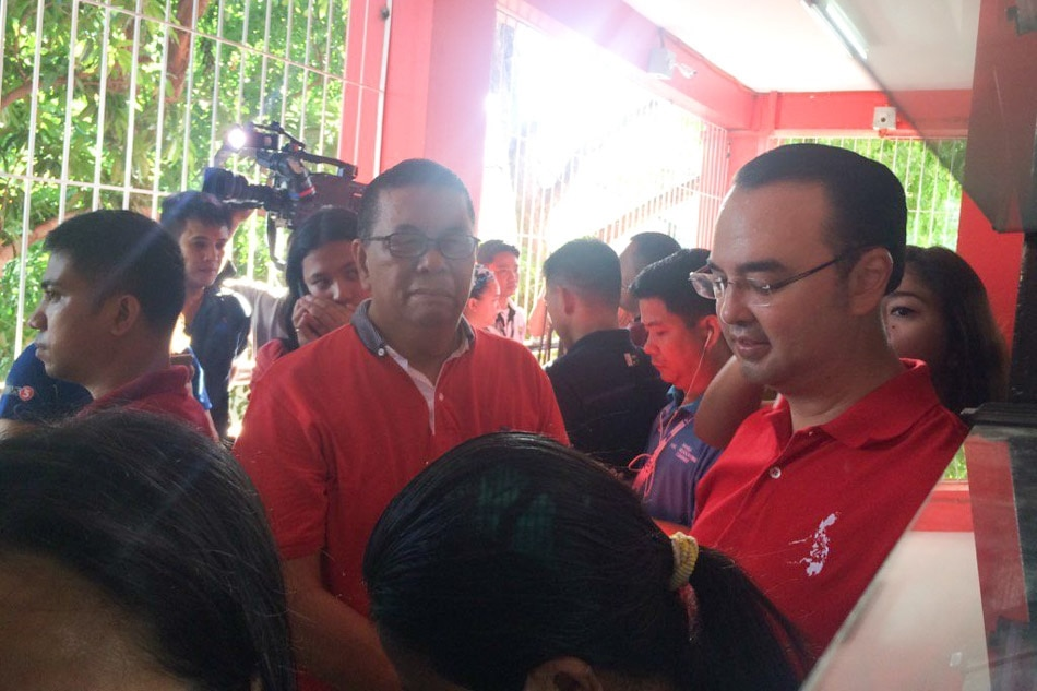 Cayetano casts vote in Taguig