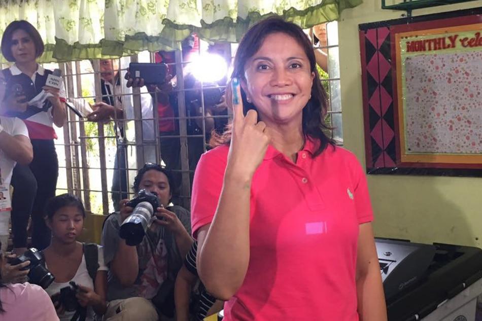 Leni casts vote in Naga