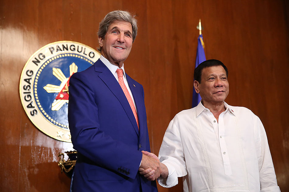 Kerry meets with Duterte, discuss various issues