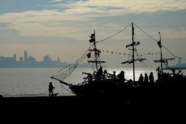 World piracy plummets to 20-year low: maritime watchdog