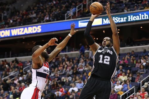 Spurs remain unbeaten on the road