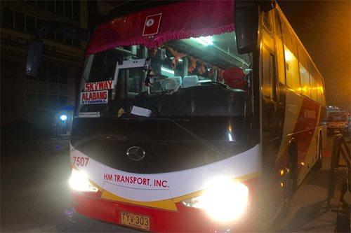 Bus hinoldap sa Maynila; 10 pasahero nanakawan