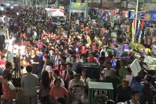 LOOK: Shoppers shoulder-to-shoulder in Divisoria for Christmas rush