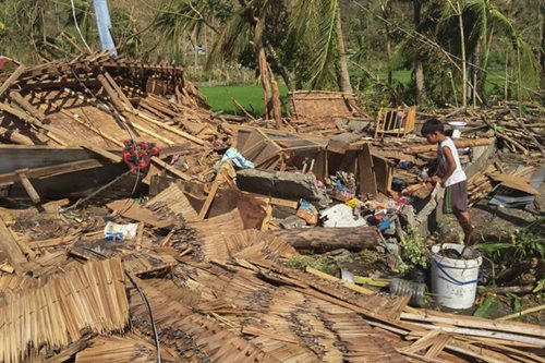Hundreds of thousands displaced by Typhoon Nina
