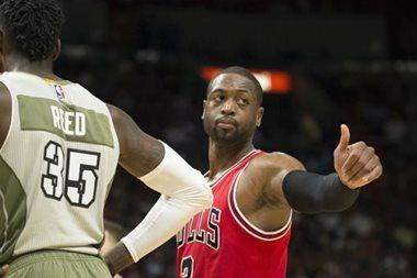 Wade receives warm reception in Miami as Bulls win