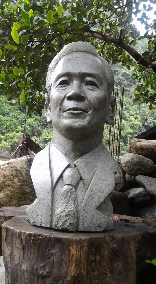 Look ifugao artist creates marcos stone sculpture abs